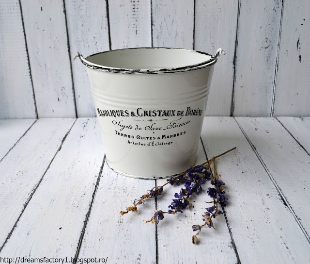 ''French Made'' metal buckets