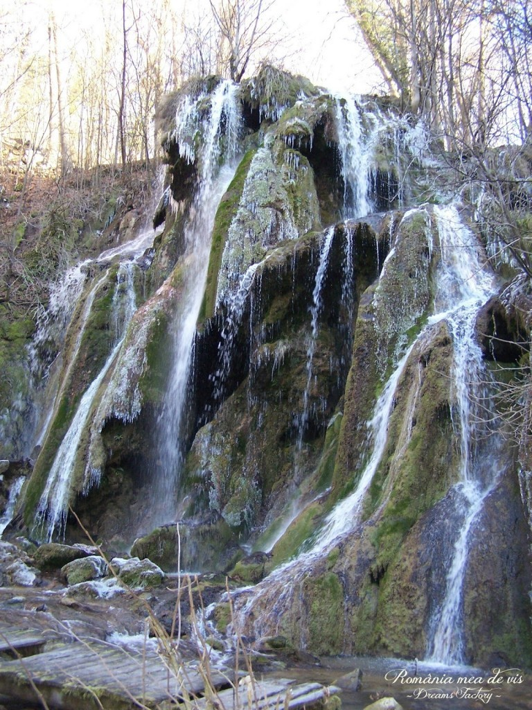 Beusnita waterfall NEREI KEYS / Cascada Beusnita, CHEILE NEREI, ROMANIA | DREAMS FACTORY