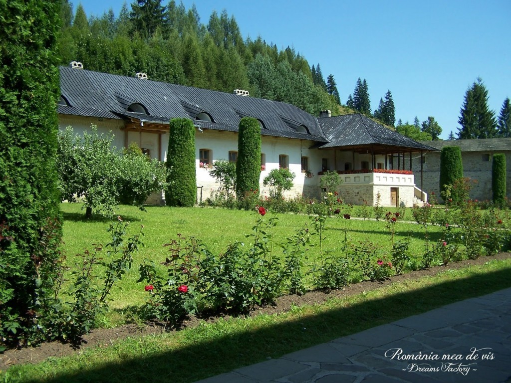 PUTNA MONASTERY / MANASTIREA PUTNA, SUCEAVA, ROMANIA | DREAMS FACTORY