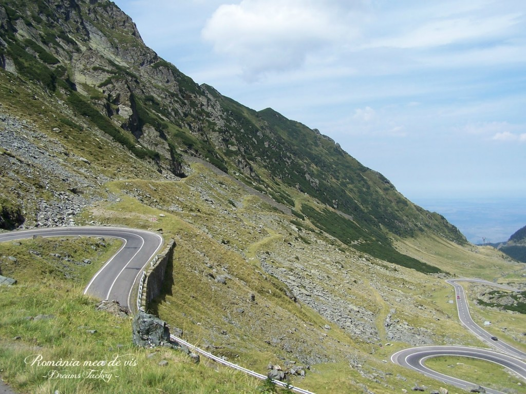 TRANSFAGARASAN 2034 m altitudine, the second highest mountain pass in Romania, after Transalpina {Jeremy Clarkson from Top Gear named it ''the best road in the world''} 2034 m altitudine, a doua sosea alpina din Romania, ca altitudine, dupa Transalpina {Jeremy Clarkson de la emisiunea Top Gear l-a numit ''cel mai bun drum din lume''} Romania | DREAMS FACTORY