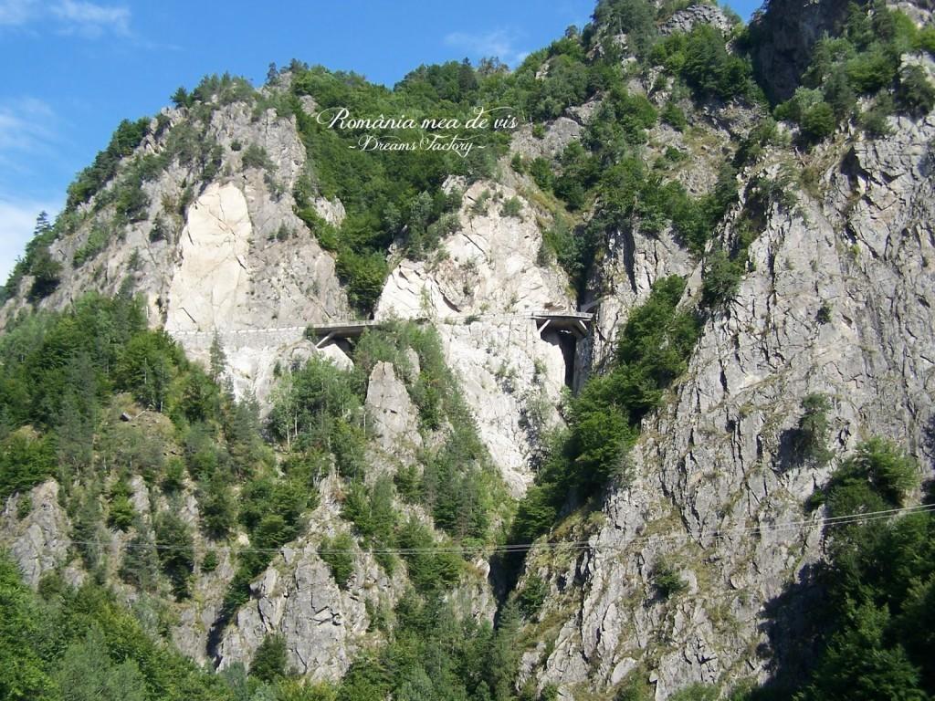 TRANSFAGARASAN 2034 m altitudine, the second highest mountain pass in Romania, after Transalpina {Jeremy Clarkson from Top Gear named it ''the best road in the world''} 2034 m altitudine, a doua sosea alpina din Romania, ca altitudine, dupa Transalpina {Jeremy Clarkson de la emisiunea Top Gear l-a numit ''cel mai bun drum din lume''} Romania   DREAMS FACTORY