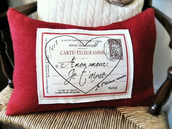 French Valentine Pillow...with Free Graphic!