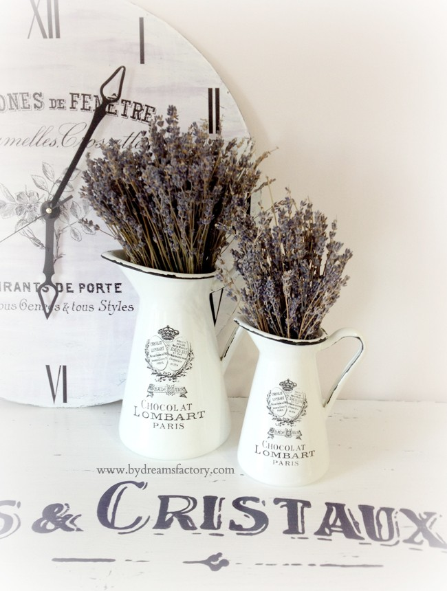 DIY French Vases - Turn ordinary vases from Ikea into French beauties in only 2 steps with black acrylic paint and French decals