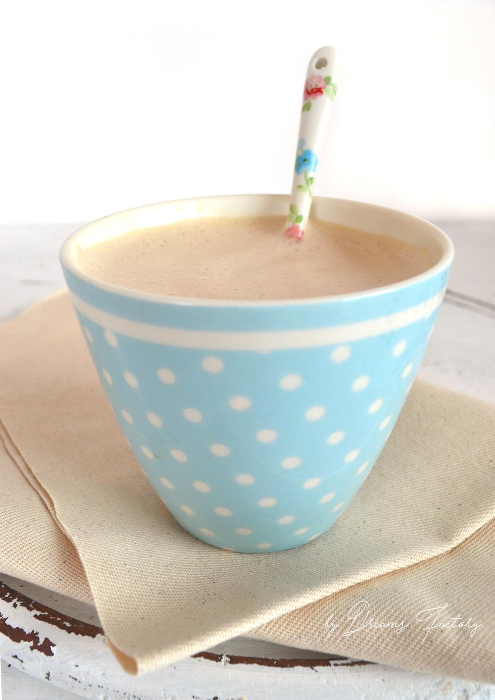 Creamy and foamy coconut oil coffee