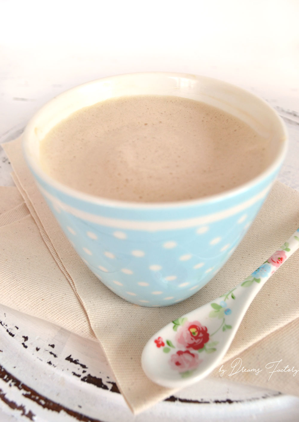 Creamy & foamy coconut oil coffee