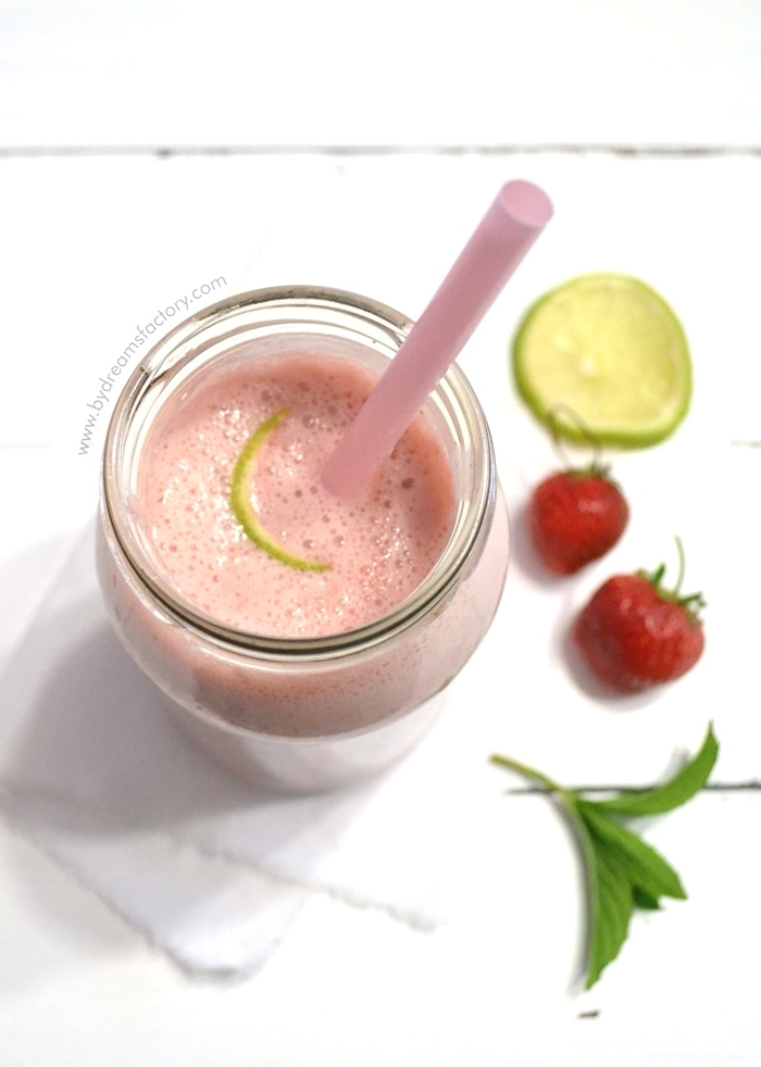 Try this healthy and refreshing Strawberry Mojito smoothie with fresh mint leaves, lime and strawberries, perfect for sipping while enjoying a 5 minutes break. this summer - www.bydreamsfactory.com