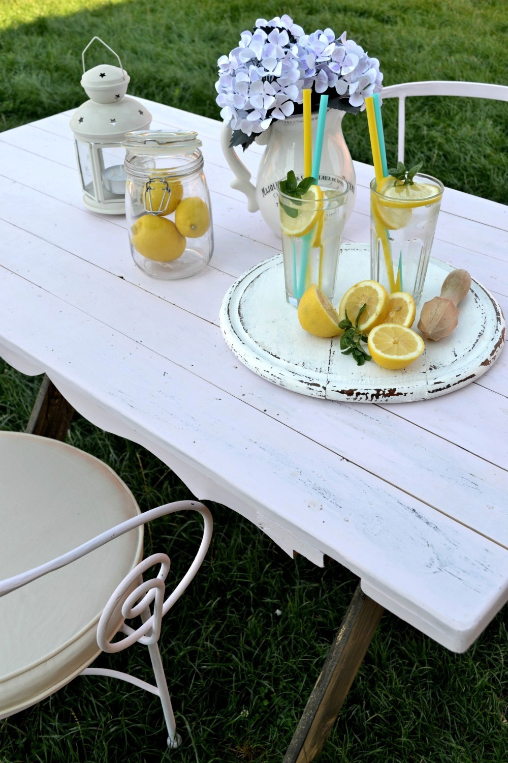 DIY farmhouse table for two - learn how to make a X leg farmhouse table from scratch, how to paint it and distress it, but also add a little bit of chicness to make it special