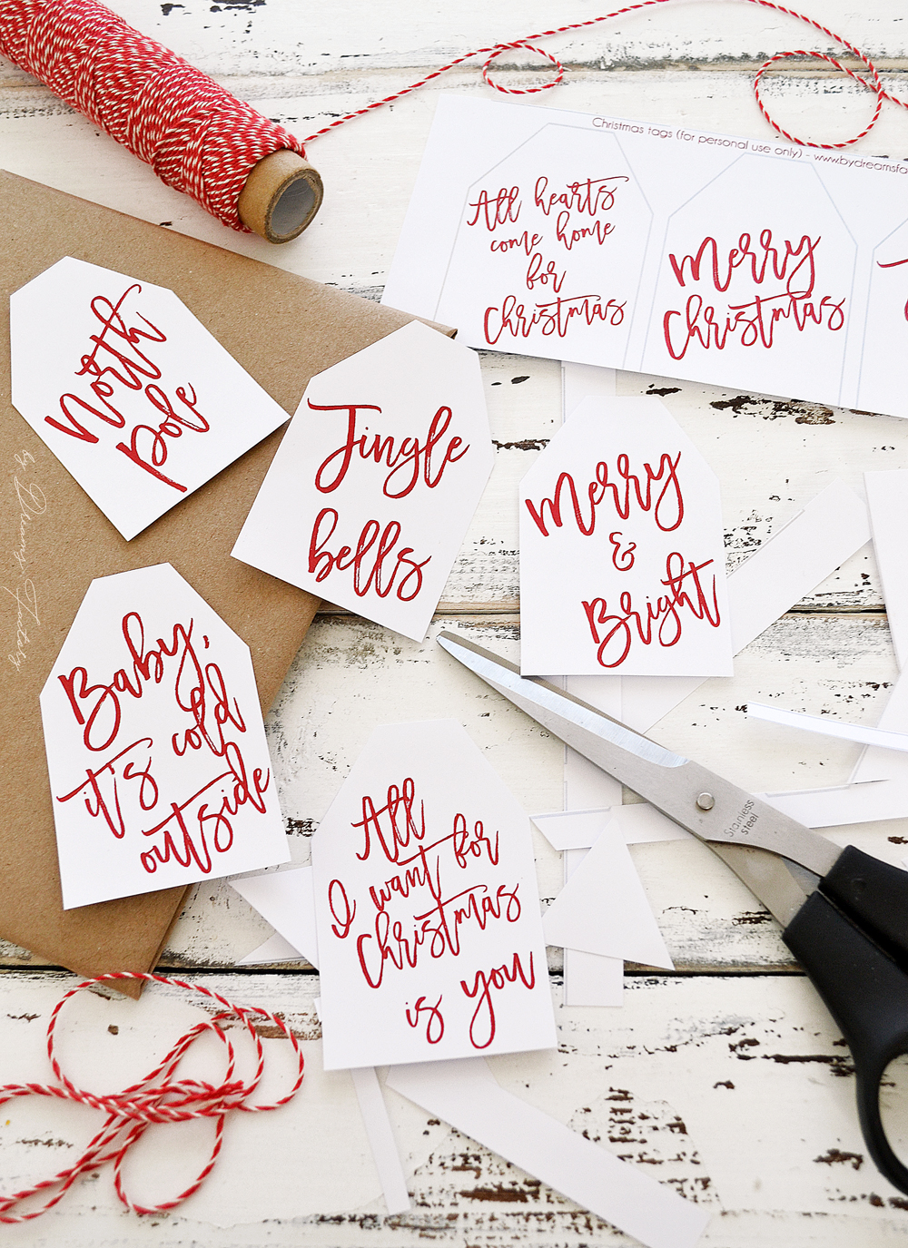 Free printable Christmas gift tags - a simple but beautiful last minute touch you need to add to your Christmas presents this year   by Dreams Factory @bydreamsfactory