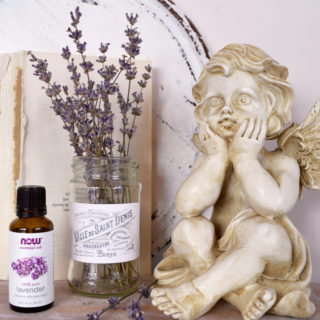 How to make an essential oils diffuser using dried lavender