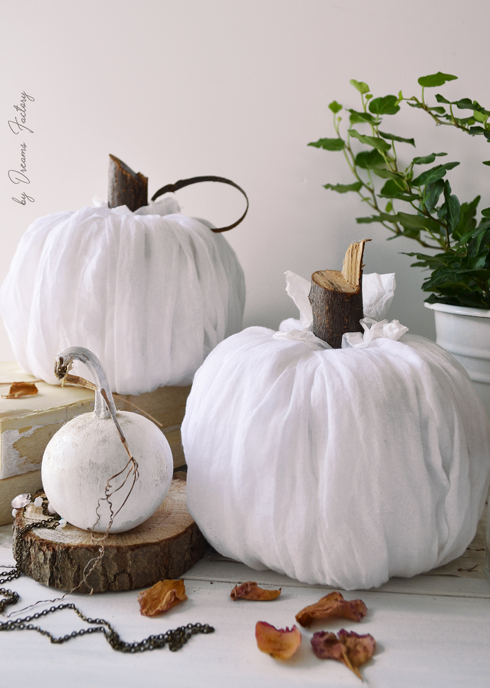 Make these stunning DIY no-sew fabric pumpkins in just 5 minutes and use them all over your home for beautiful fall decorating - by Dreams Factory